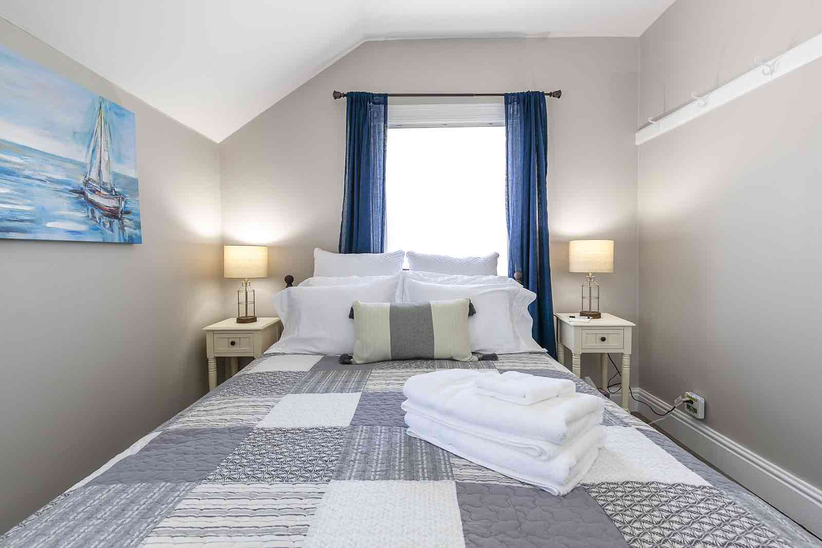 Rocklyn Inn Bed & Breakfast Queen Nautical Guest Bedroom